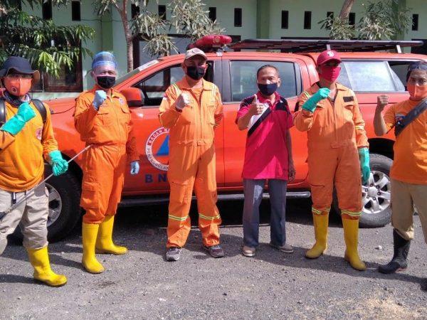 Cegah Penyebaran COVID-19, BPDB Situbondo melaksanakan Penyeprotan Disinfektan di SMKN 2 Situbondo